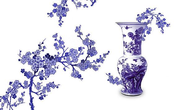 青花纹样以线描为主,主要纹样有变形荷花花瓣,栀子花,花卉纹饰,青花云